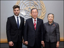 Ban Ki-moon, secretário-geral da ONU, recebeu o cantor Ricky Martin e a cantora Yvonne Chaka Chaka