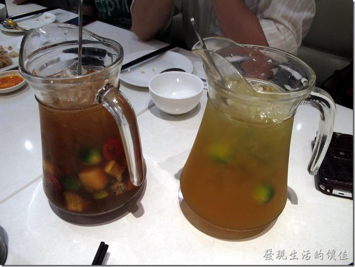 上海八百伴-新旺茶餐廳。冰的抹鑲金桔茶及冰的水果茶。感覺好甜啊!