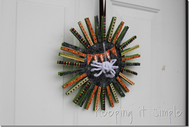 clothes pin Halloween wreath (12)