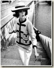 Dorothy en Chanel au-dessus de la seine par William Klein