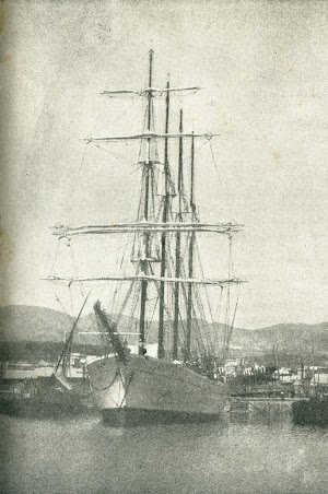 Fondeado. Foto de la revista  CATALUNYA MARITIMA, Any I, Num. 23, 20 setembre de 1919.jpg