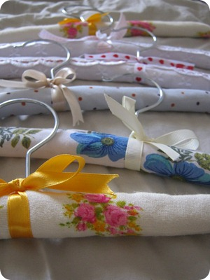 how to make covered hangers with yarn