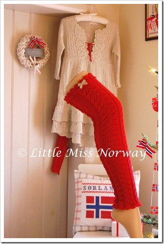 RED VM JUL LEGWARMERS3