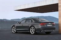 2014-Audi-S8-07.jpg