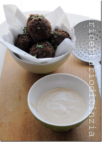 falafel e salsa tarator