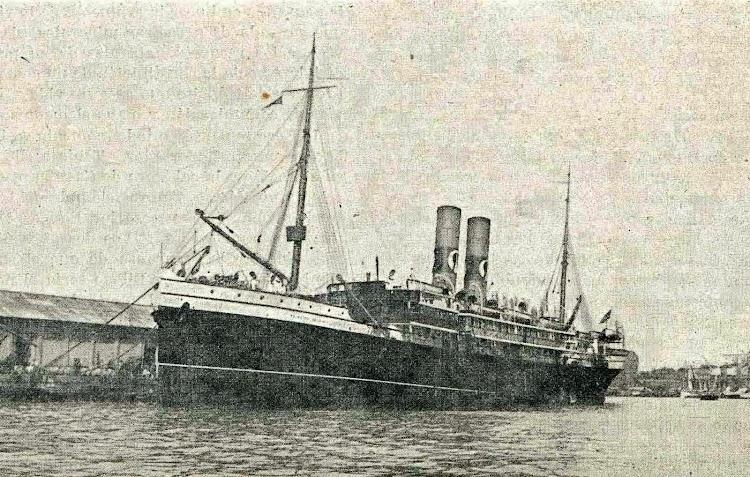 El PRINCIPE DE VIANA, amarrado en el puerto de Barcelona. De la revista Catalunya Maritima, Año 1.920.jpg