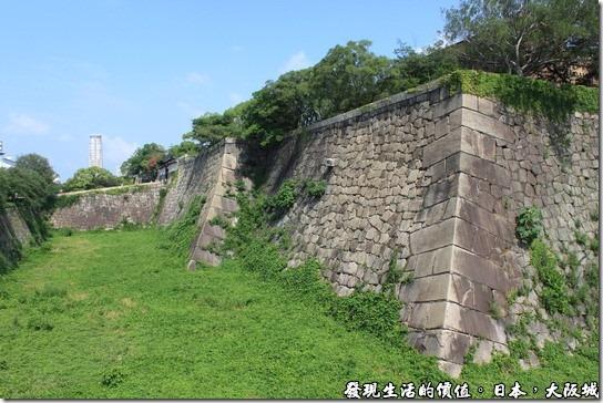 日本大阪城,這是第二道沒有注水的護城河與城牆。