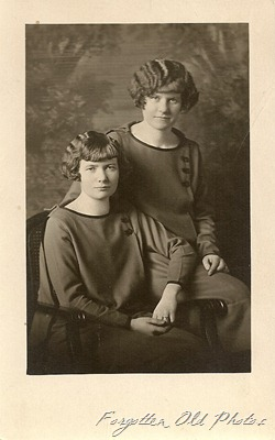 minda and jena Hjellum