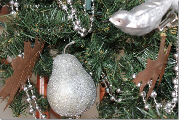 Holiday Christmas Garland from Setting for Four #Christmas #Holiday #Garland #Decor