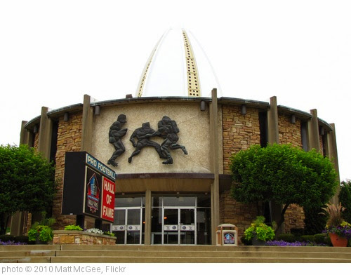 'Pro Football Hall of Fame' photo (c) 2010, Matt McGee - license: https://creativecommons.org/licenses/by-nd/2.0/