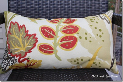 DIY Autumn Pillow from Setting for Four #diy #tutorial #pillow #fall #autumn