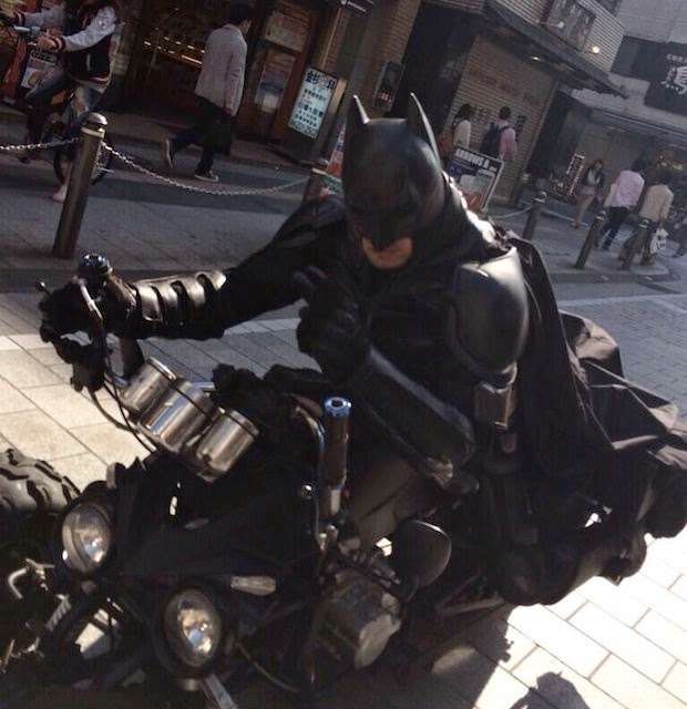 batman-batpod-chiba-tokyo-highway-cosplay-driver-expressway-japan-6.jpg