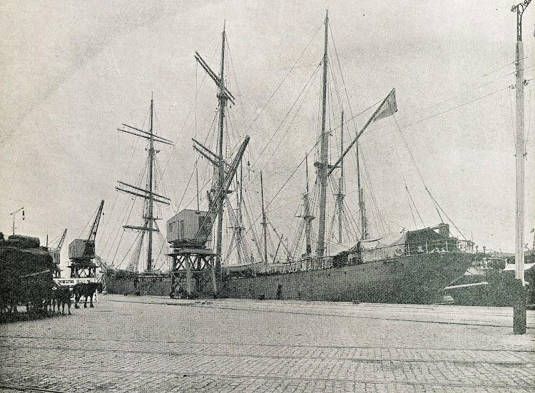 El VIVA en el puerto de Buenos Aires. Revista Catalunya Marítima. Año 1.919.JPG
