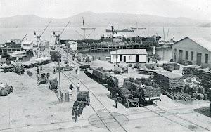 Vigo, vista parcial del puerto, con el CABO HIGUER efectuando operaciones. Del LIBRO DE INFORMACION PARA PASAJEROS. COMPAÑÍA TRASATLANTICA. (ANTES A. LOPEZ Y CIA)