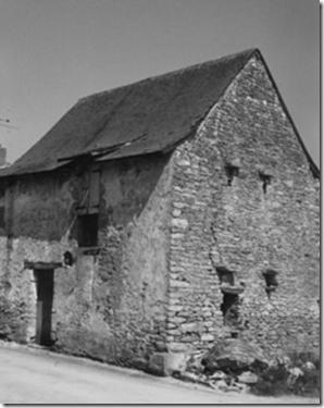 Ancien tribunal seigneurial situé derrière l'église ; aujourd'hui détruit