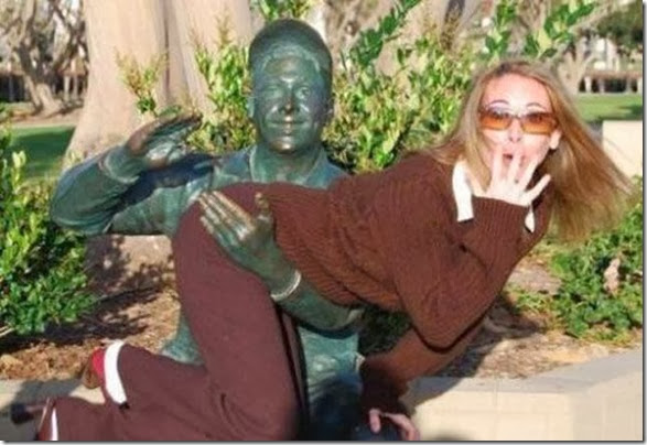funny-statue-pose-011