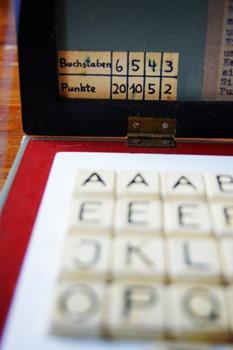 Nachgemacht - Spielekopien aus der DDR: 40 Jahre Frieden fordern – und was nu? - Lettera