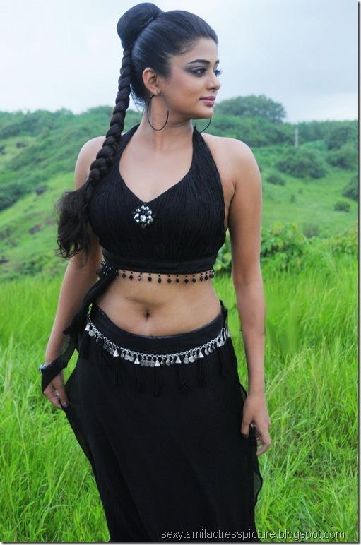 Priyamani_in_black_dress_03