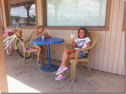 Meghen&Katie07-25-14a