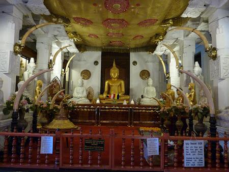 Imagini Sri Lanka: sala din templul dintelui Kandy