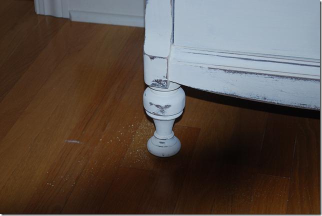 white dresser 004