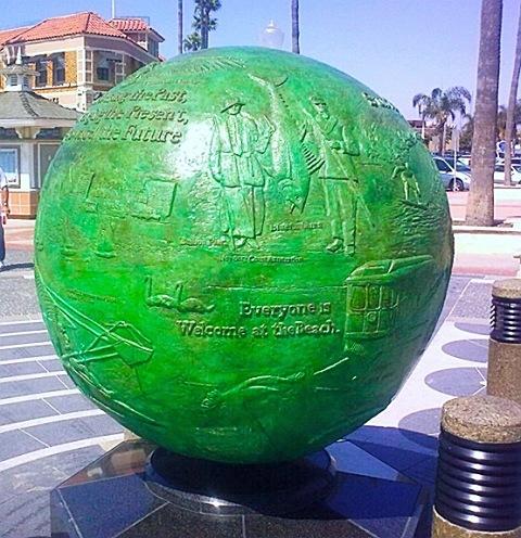 Глобус Калифорнии в NewPort Beach (что-то типа небольшого поселка южнее Лос-Анжелеса)