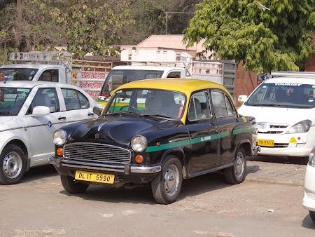 12. Ambassador Hindustan.JPG