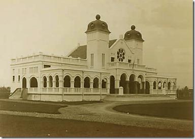 Bangunan Bersejarah di Indonesia - infolabel.blogspot.com