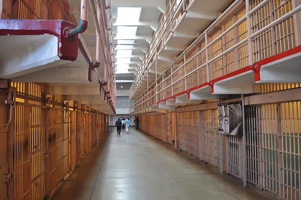 牢房有三層