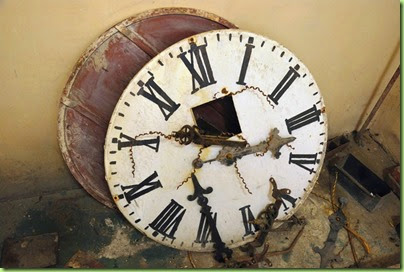 20120416-broken-clock.jpg.644x0_q100_crop-smart