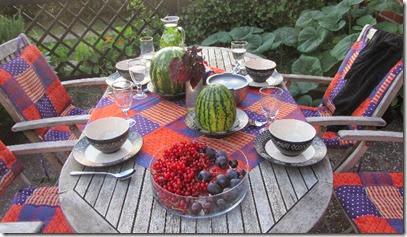 Früchte und Kräuterwasser