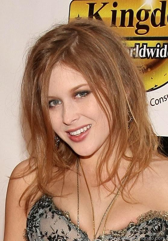 renee-olstead-linda-sexy-sensual-photoshoot-loira-boobs-desbaratinando-sexta-proibida (35)