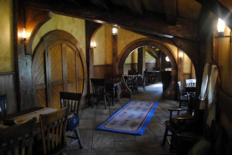 hobbit-bar-2