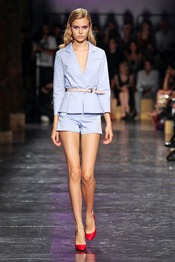 Cacharel-SPRING-2012-RTW-podium-006_runway