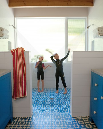 This is the ideal bathroom for a family.  (marthastewart.com)