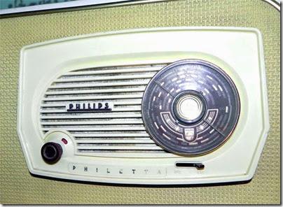 Philips-radio-refrigerator-close-up_www