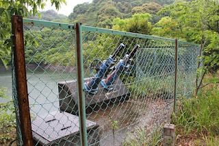 斜樋式取水設備のバルブを望む