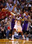 lebron james nba 121105 mia vs phx 08 King James wears 5 Colorways of Nike LeBron X in 6 Games