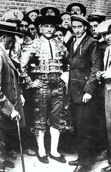 1910-00-00 Madrid Papa Negro Puerta de cuadrillas 001