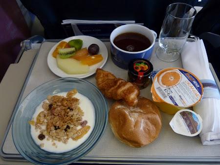 Zborul Bucuresti - Londra:  Micul dejun la business class