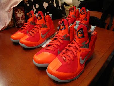 nike lebron 9 gr galaxy allstar 5 02 Your Nike LeBron 9 Galaxy Will Glow in the Dark!