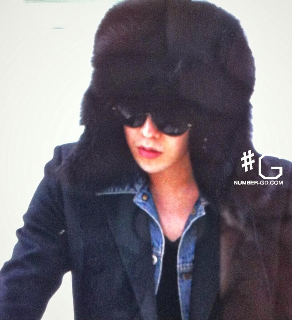 Big Bang - Gimpo Airport - 18nov2013 - G-Dragon - Fan - Number G - 01.jpg