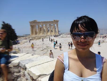 Abril G. Karera en el Partenón, Atenas, julio 2012