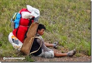 Carregador descansa durante a subida ao Monte Roraima