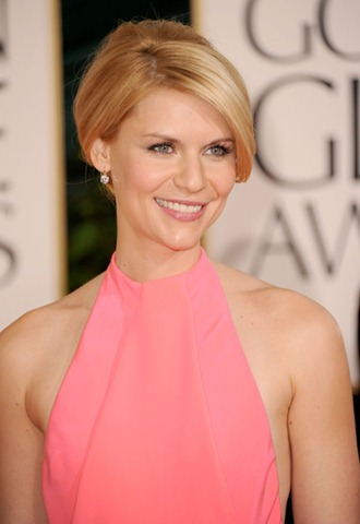 Claire Danes 2011 Golden Globe Awards red carpet in hot pink gown 1