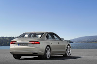 2014-Audi-A8-17.jpg