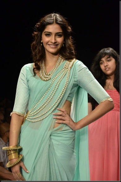Candids and portraits of celebs from Gitanjali Beti show. (Photo: IANS)