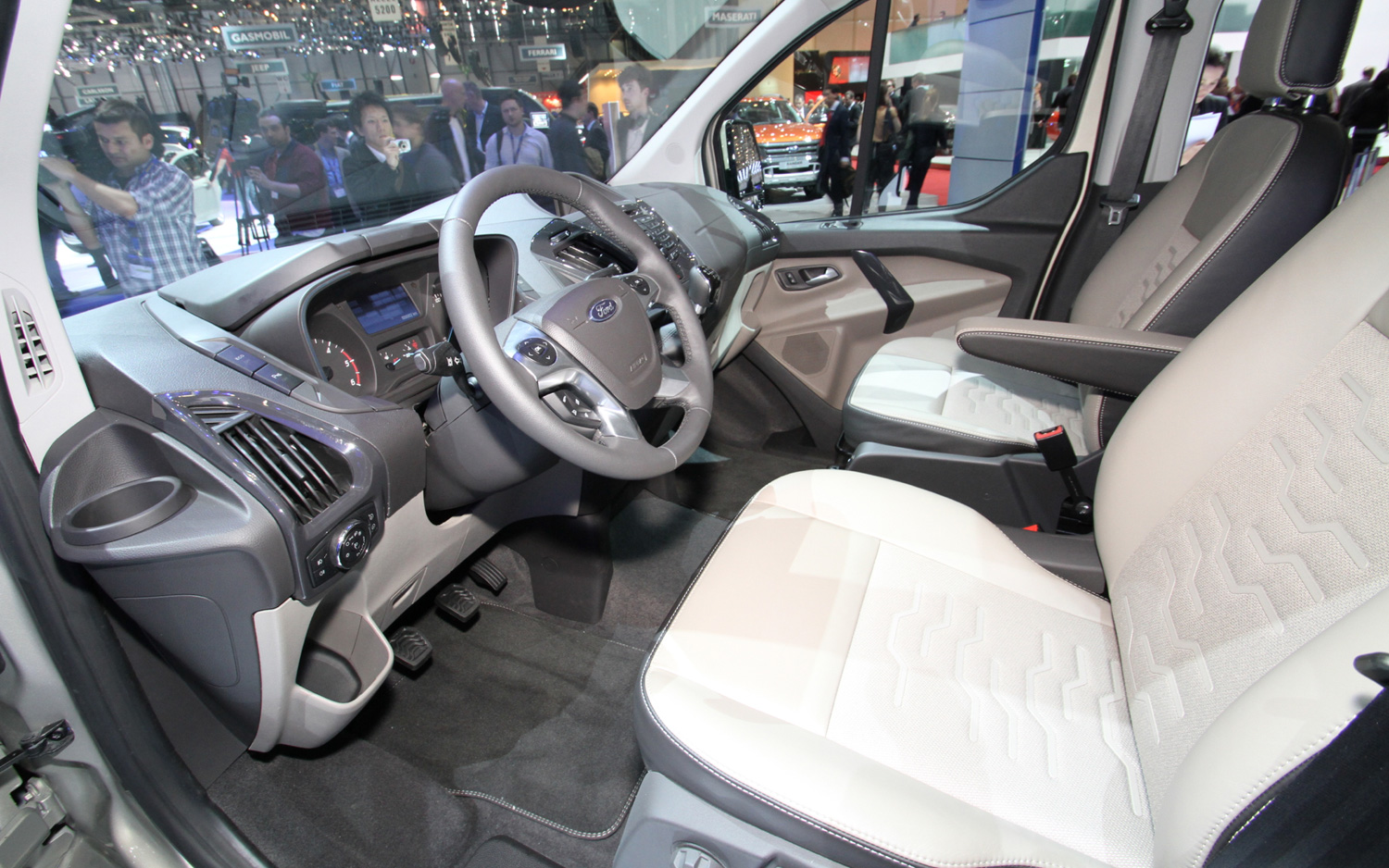 2013-Ford-Tourneo-Custom-Interior-1.jpg?imgmax=1800