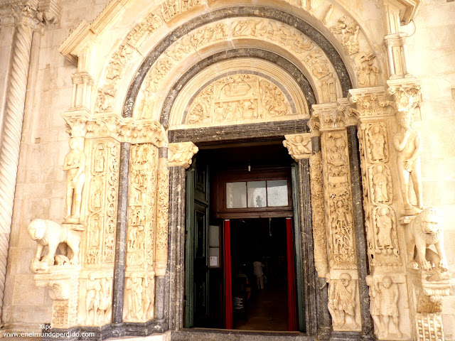 portada-de-la-catedral-de-san-lorenzo.JPG
