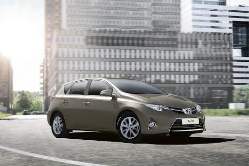 2013-Toyota-Auris-04.jpg